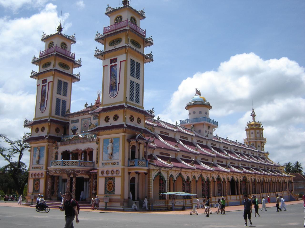 Jour 26: Ho Chi Minh Ville - Saigon... templecaodaiexterieur