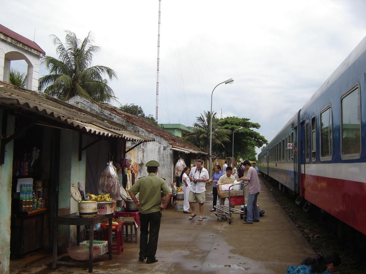 Jours 15-16:       Deux jours a Hue...  Cite Imperiale! train2vietnam